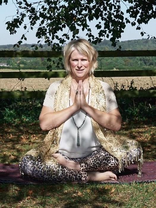 daya-prayer-pose
